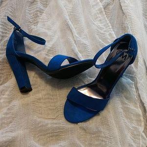 NWB Chelsea Moreland Open Toe Sandals